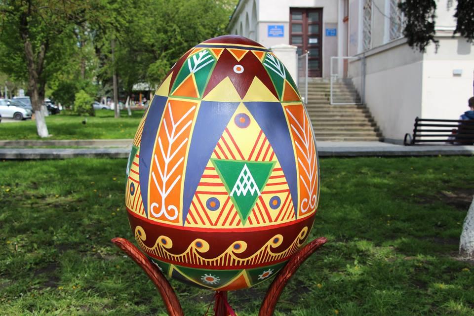 У четвер на центральній площі Дрогобича виставлять десятки Великодніх писанок