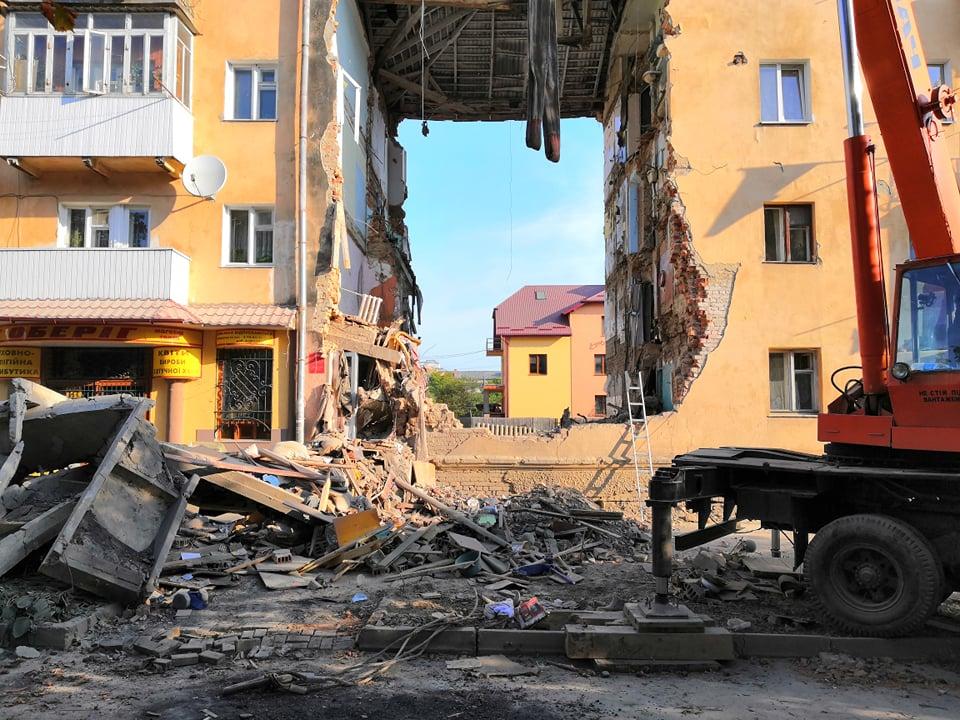 Спростування щодо допомоги мешканцям з будинку 101/1 на вулиці М. Грушевського