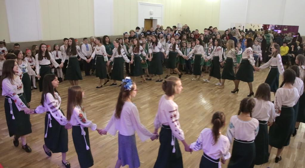 З року в рік гаївки у Дрогобичі стають дедалі масовіші. ВІДЕО