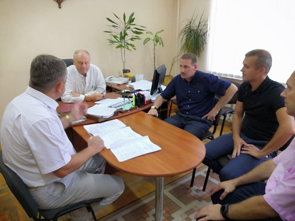 Василь Лозинський і Тарас Кучма відвідали постраждалих у Дрогобицькій лікарні. ФОТО
