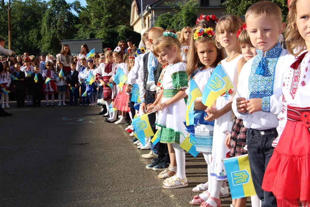 Останній дзвінок: 464 учні шкіл Дрогобича та Стебника завершують навчання