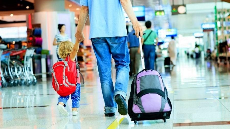 """""""Я маю право"""": В яких випадках можна виїхати за кордон з дитиною без згоди другого з батьків?"""