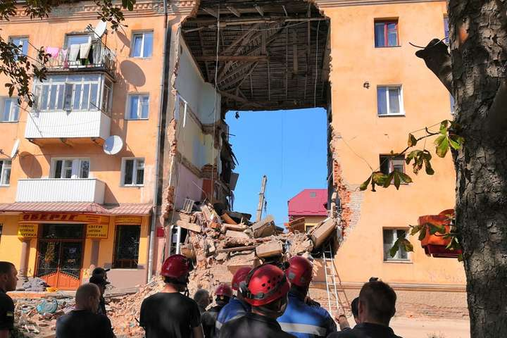 Постраждалим внаслідок обвалу будинку у Дрогобичі виділили 1,3 млн грн. допомоги