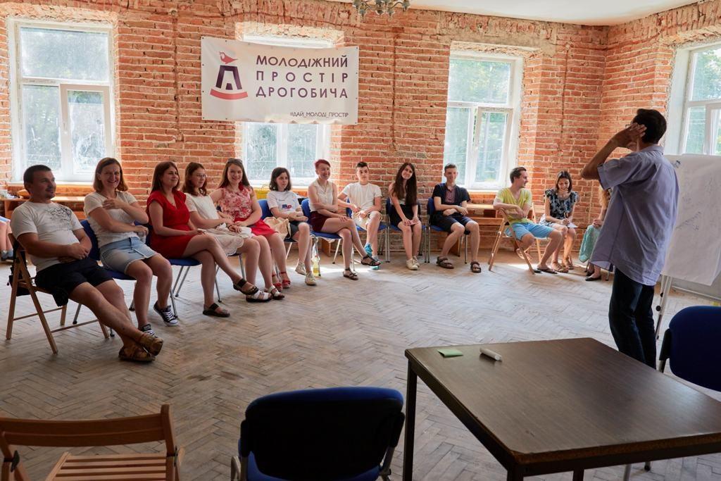 Презентація сіті-бота Назара та нових е-сервісів: Дрогобичан запрошують у Молодіжний простір