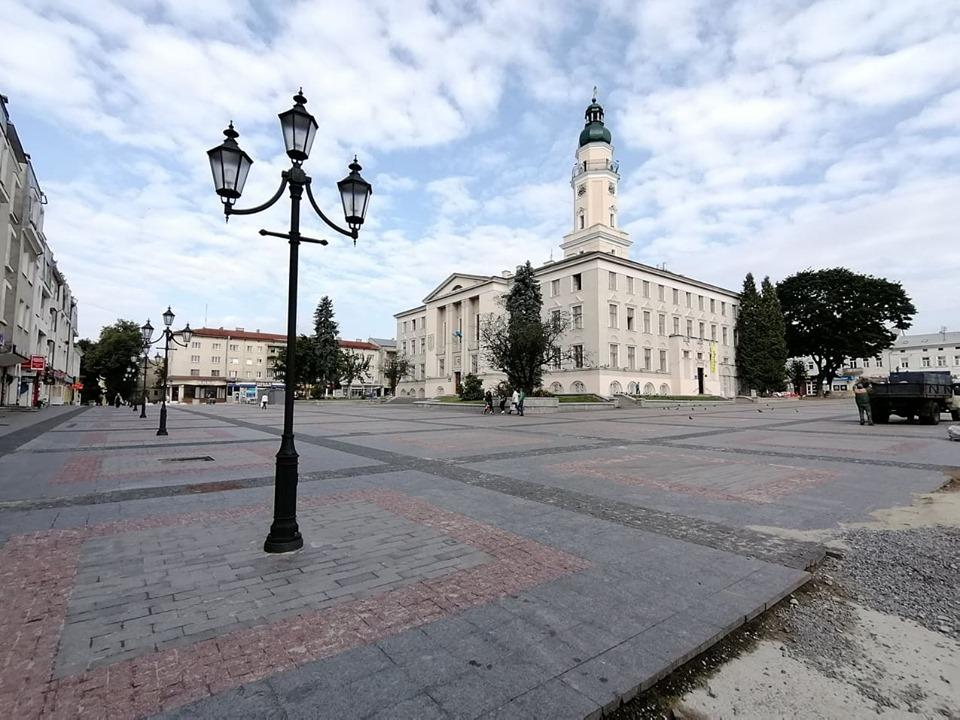 Коли у Дрогобичі завершиться ремонт площі Ринок та яка причина затягування робіт? ВІДЕО