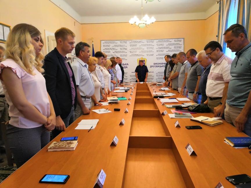 Робочий тиждень у Дрогобицькій Ратуші розпочали із вшанування пам`яті загиблих
