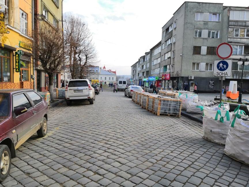 Після реконструкції площу Ринок закриють для проїзду транспорту
