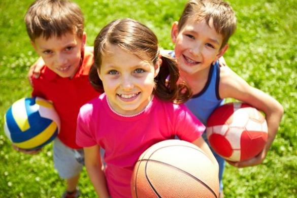 У Дрогобичі дітям-сиротам та позбавлених батьківського піклування відшкодують кошти на придбання шкільної та спортивної форм