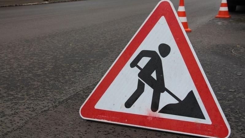 На вулиці Володимира Великого ремонтують дорожнє покриття