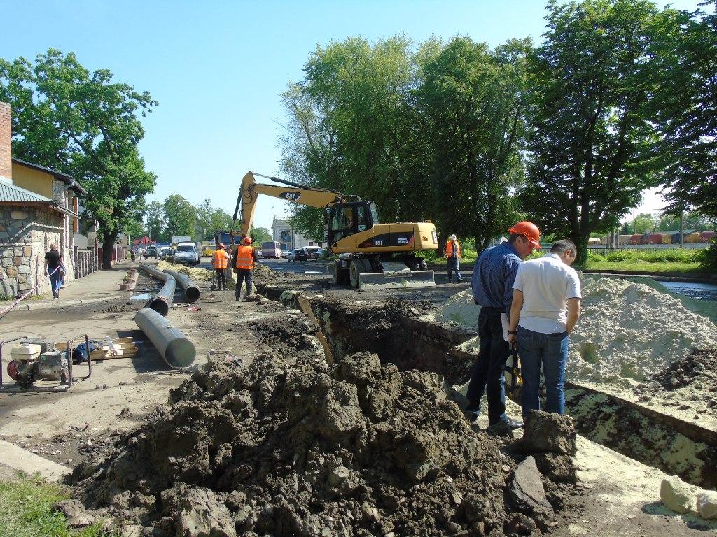 КП «Дрогобичводоканал» продовжує заміну мереж на вулиці М. Грушевського, на вулиці Вокзальній роботи на завершенні