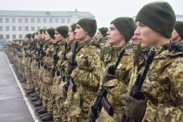 Весняний та осінні призови до армії 2020 відтерміновують