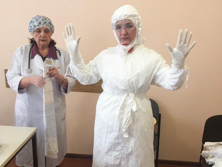 Лікарня Стебника закупила 90 захисних костюмів для медиків