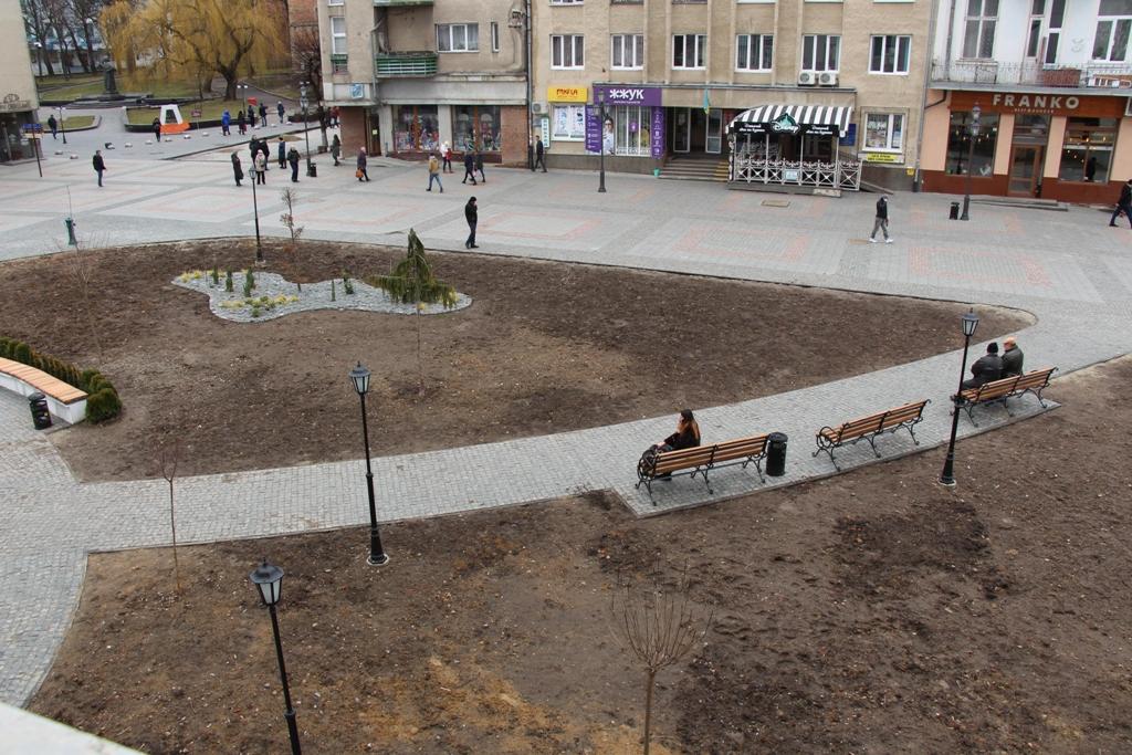 Дослухатися до громади: Тарас Кучма доручив відповідним структурним підрозділам передбачити більшу кількість дерев для озеленення площі