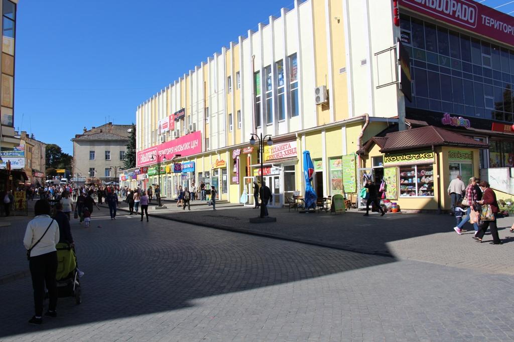 Орендарям комунального майна у Дрогобичі наполовину знизили оплату
