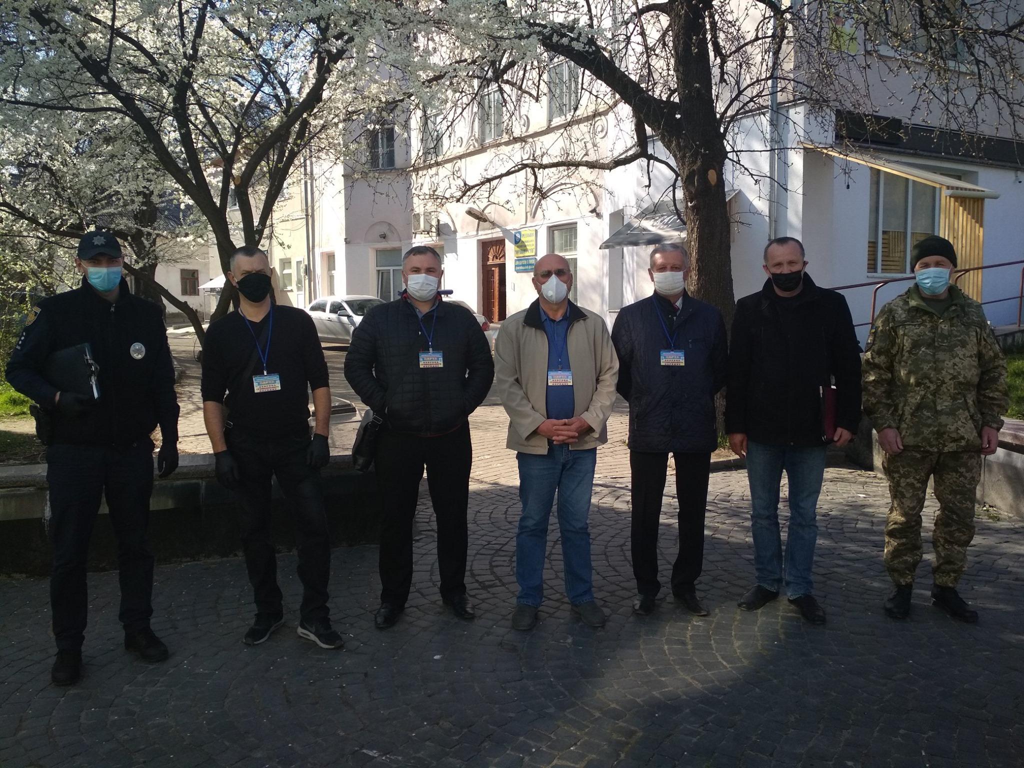 У Дрогобичі цивільні стежать за дотриманням громадянами карантину