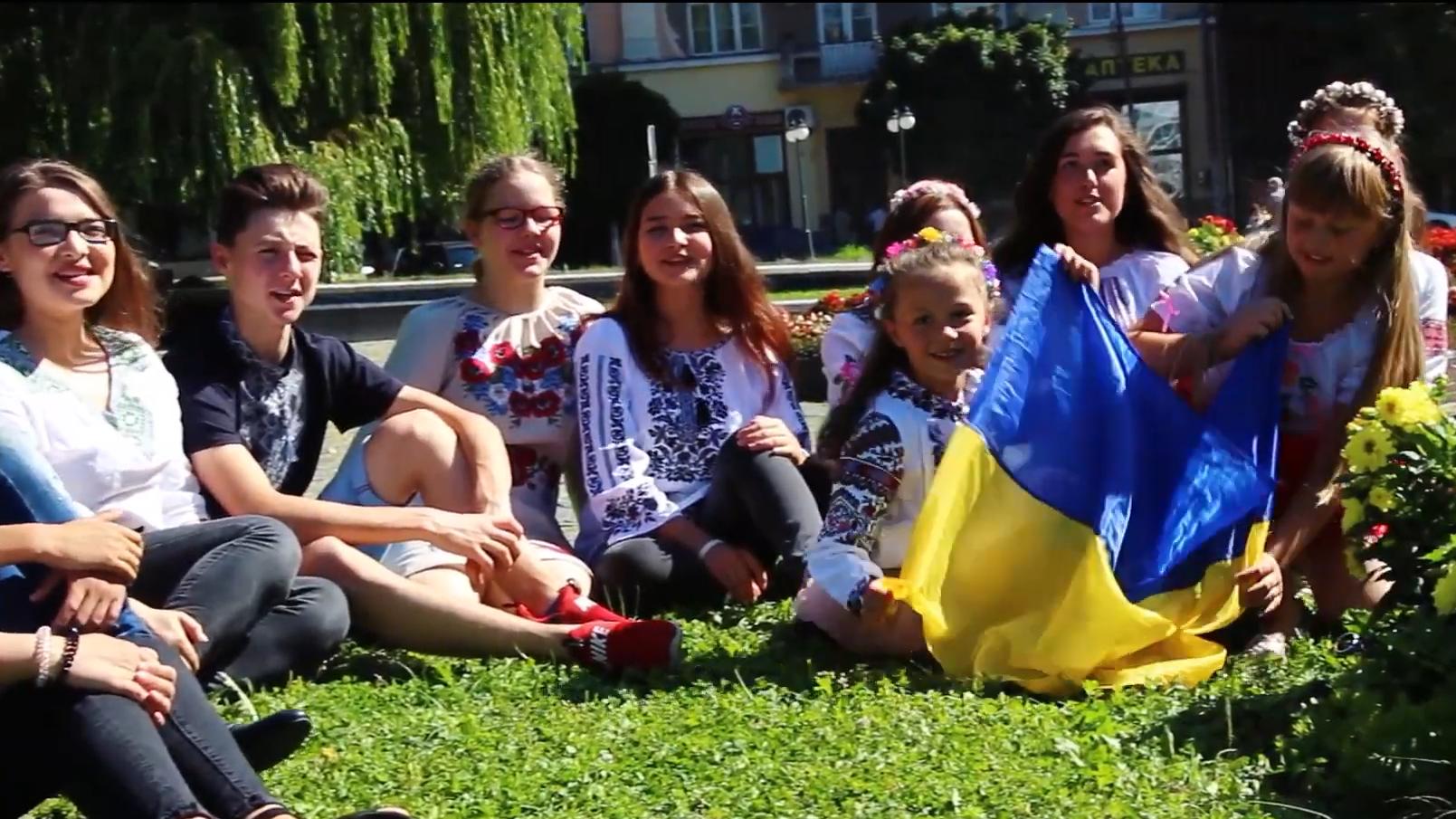 День вишиванки: Представники Дитячого парламенту вітають зі святом