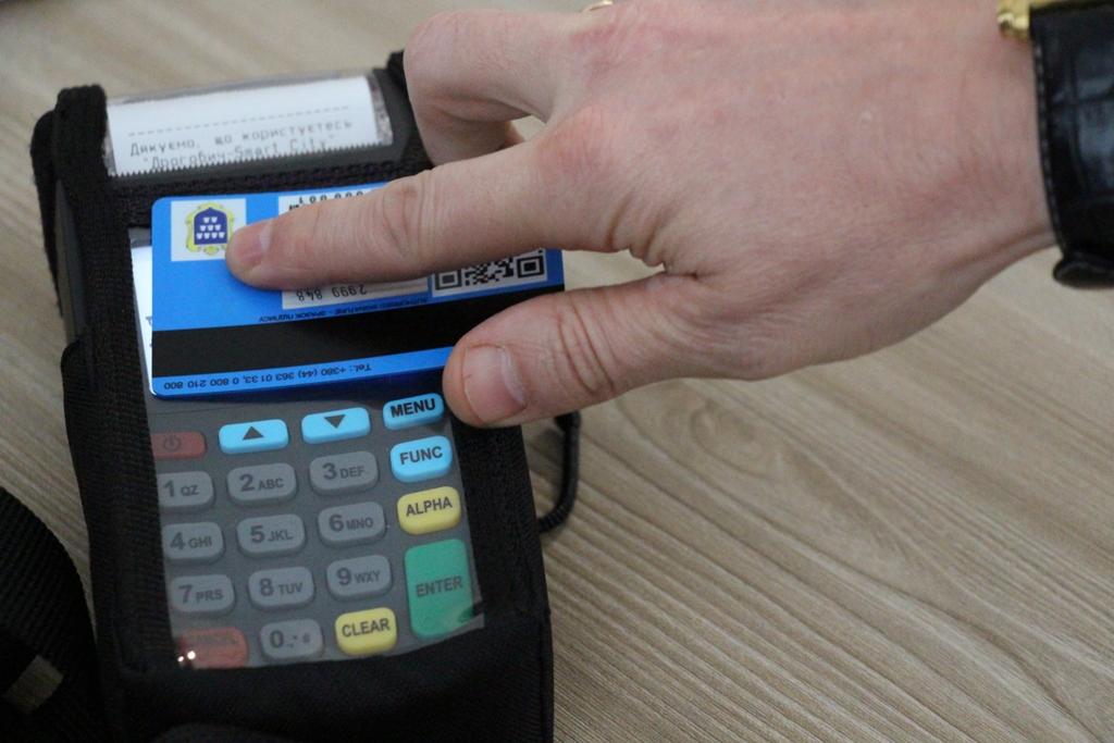У громадському транспорті Дрогобича можна розрахуватись карткою та телефоном