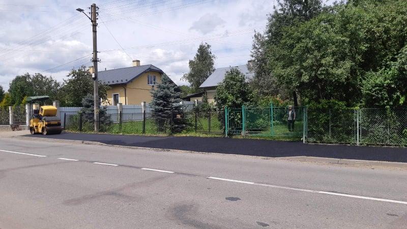 На вул. Івана Франка продовжують ремонт тротуарів