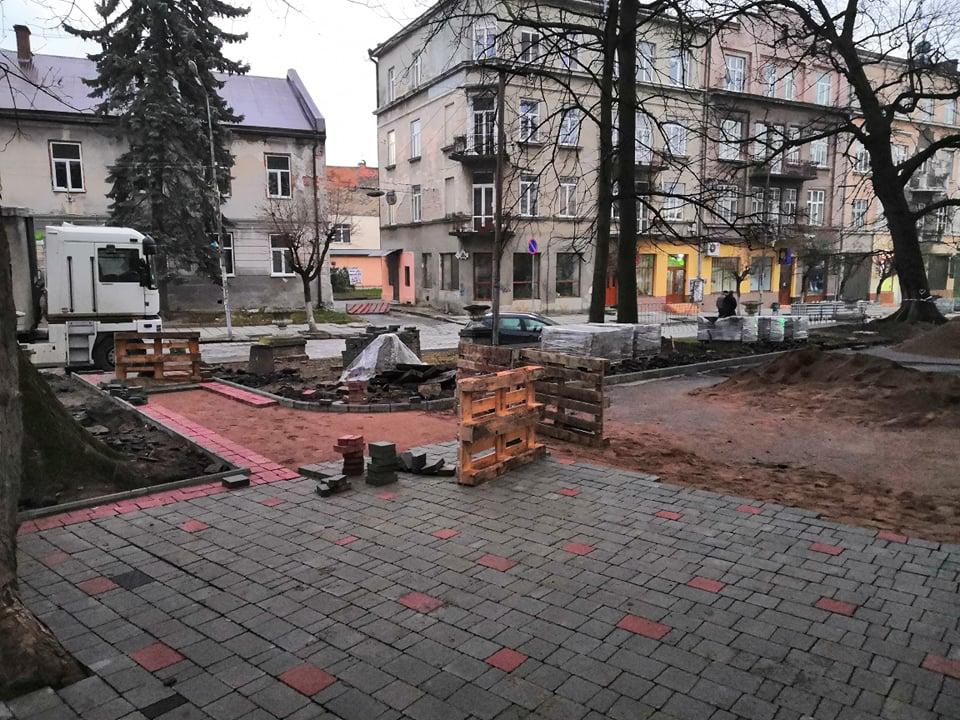 У сквері біля костелу Святого Варфоломія пішохідні доріжки замостять бруківкою, фото-2