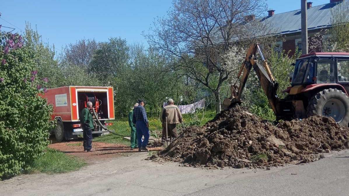 На вул. Холмській ліквідовано затор каналізаційного колектора