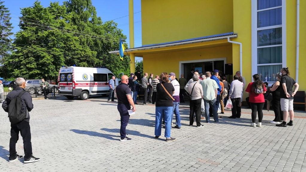 COVID-19: У перші два дні роботи Центру вакцинації населення привито 366 осіб